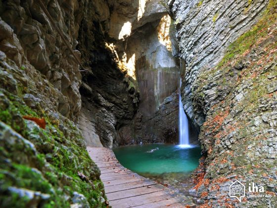 Caporetto-Cavalcare-la-cascata-kozjak.jpg